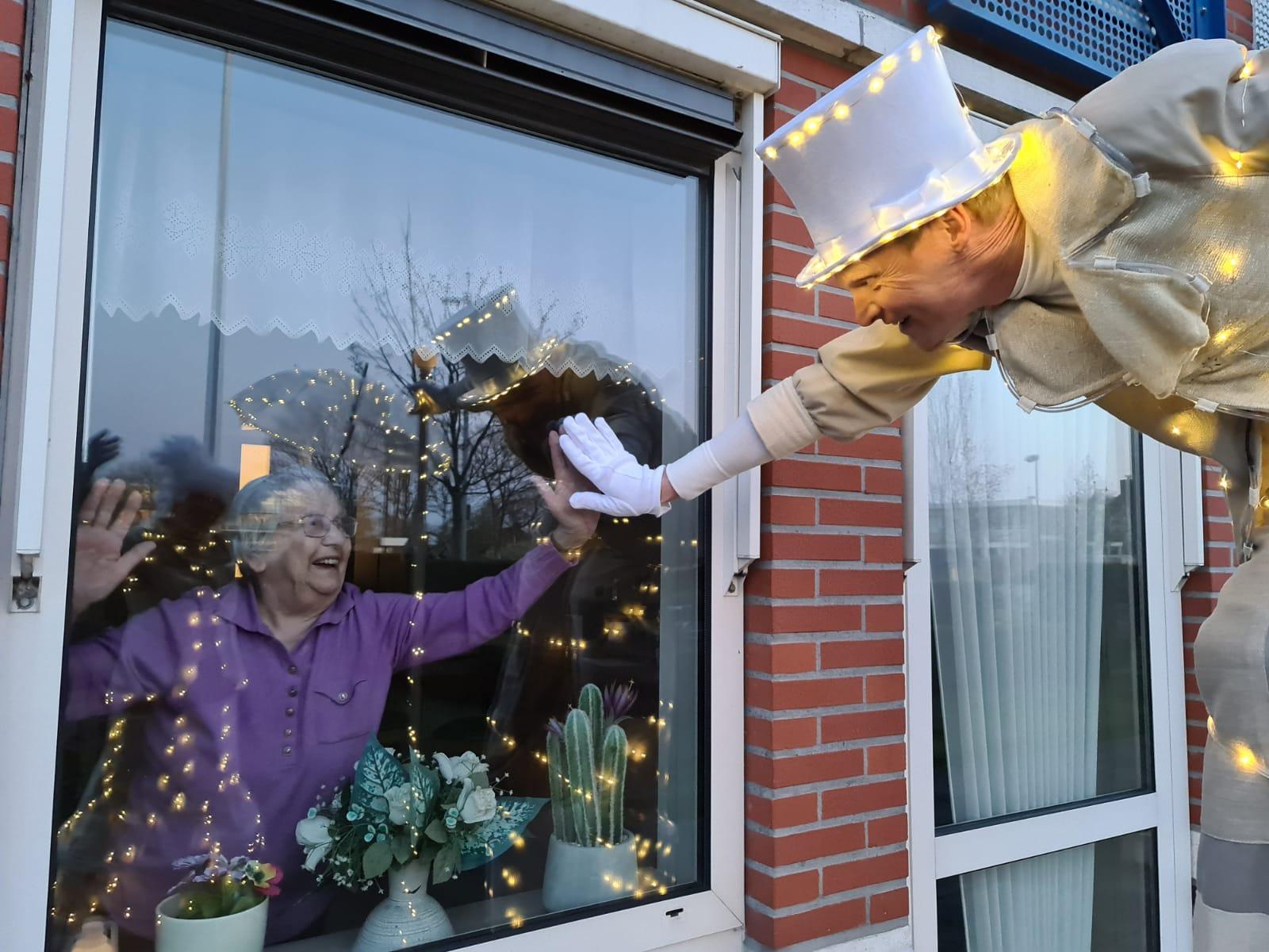 Lichtgevers contact via raam